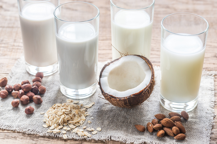 4 Reasons to Ditch Almonds and Drink Flax Milk Instead