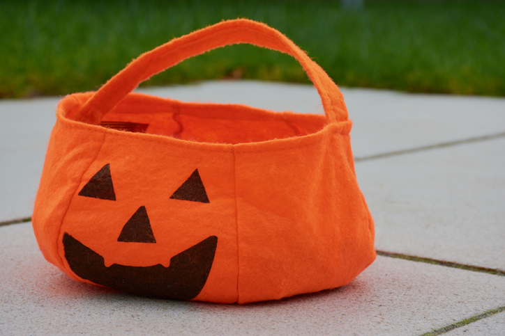 a fabric Halloween pumpkin tote