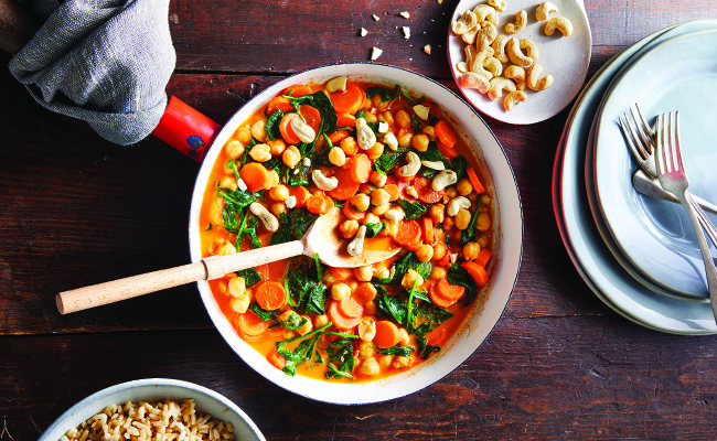 Easy One-Pan Red Curry with Spinach and Carrots