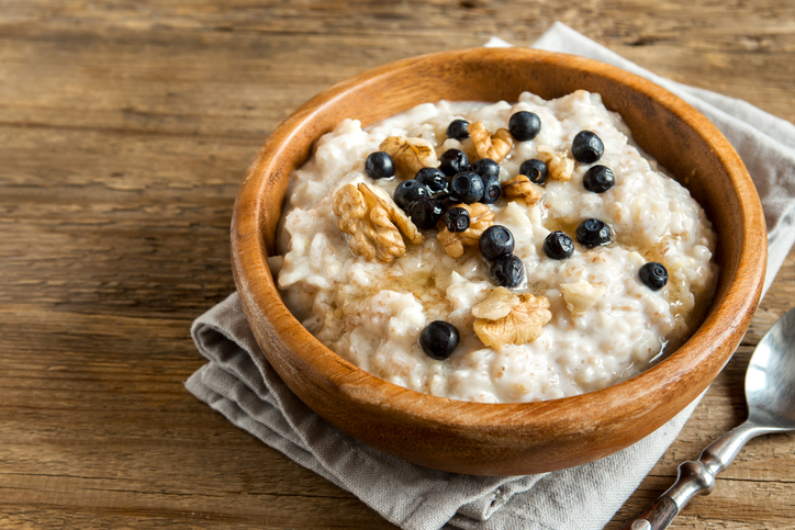 oatmeal with blueberries and walnuts