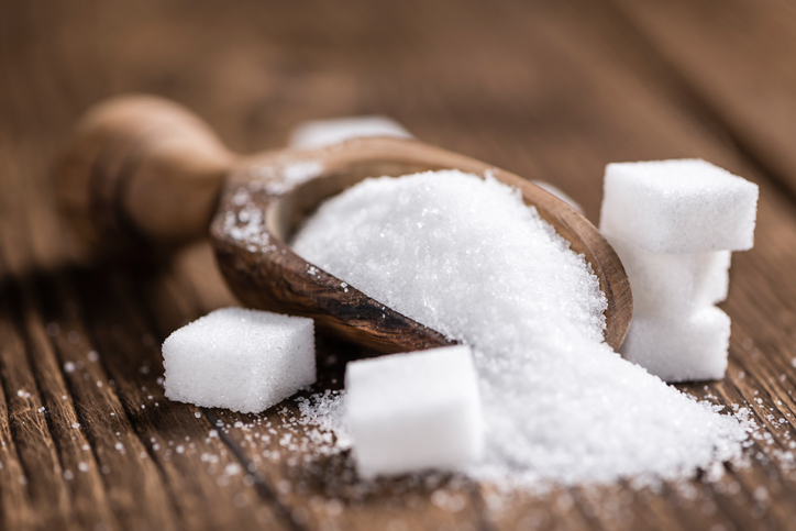 sugar on a scoop with sugar cubes