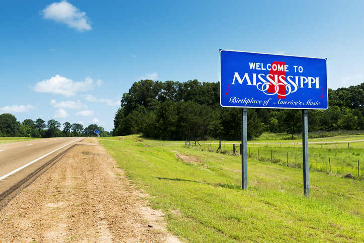 Mississippi state welcome sign along US Highway 61