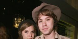 Get Ryan Ross off his lazy ass and make music with his girlfriend