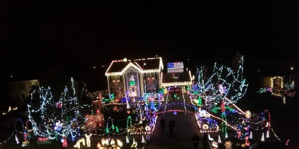 allow bob mangans christmas light display to remain as it has for 17 years